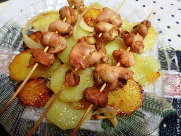 Шашлык на шпажках в духовке с картошкой
