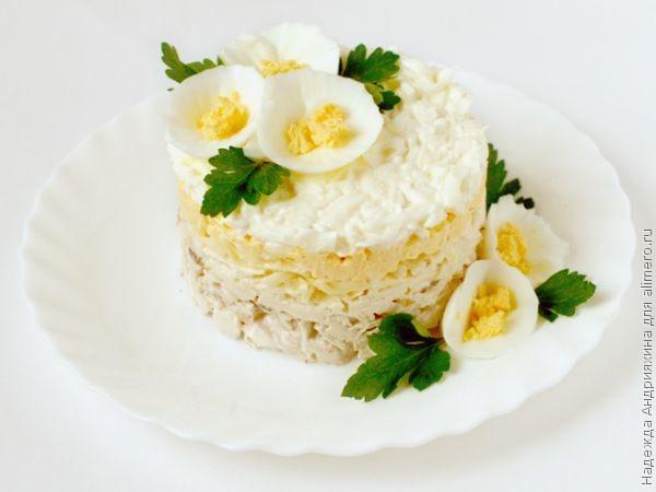 Салат нежность из курицы с яблоками и сыром