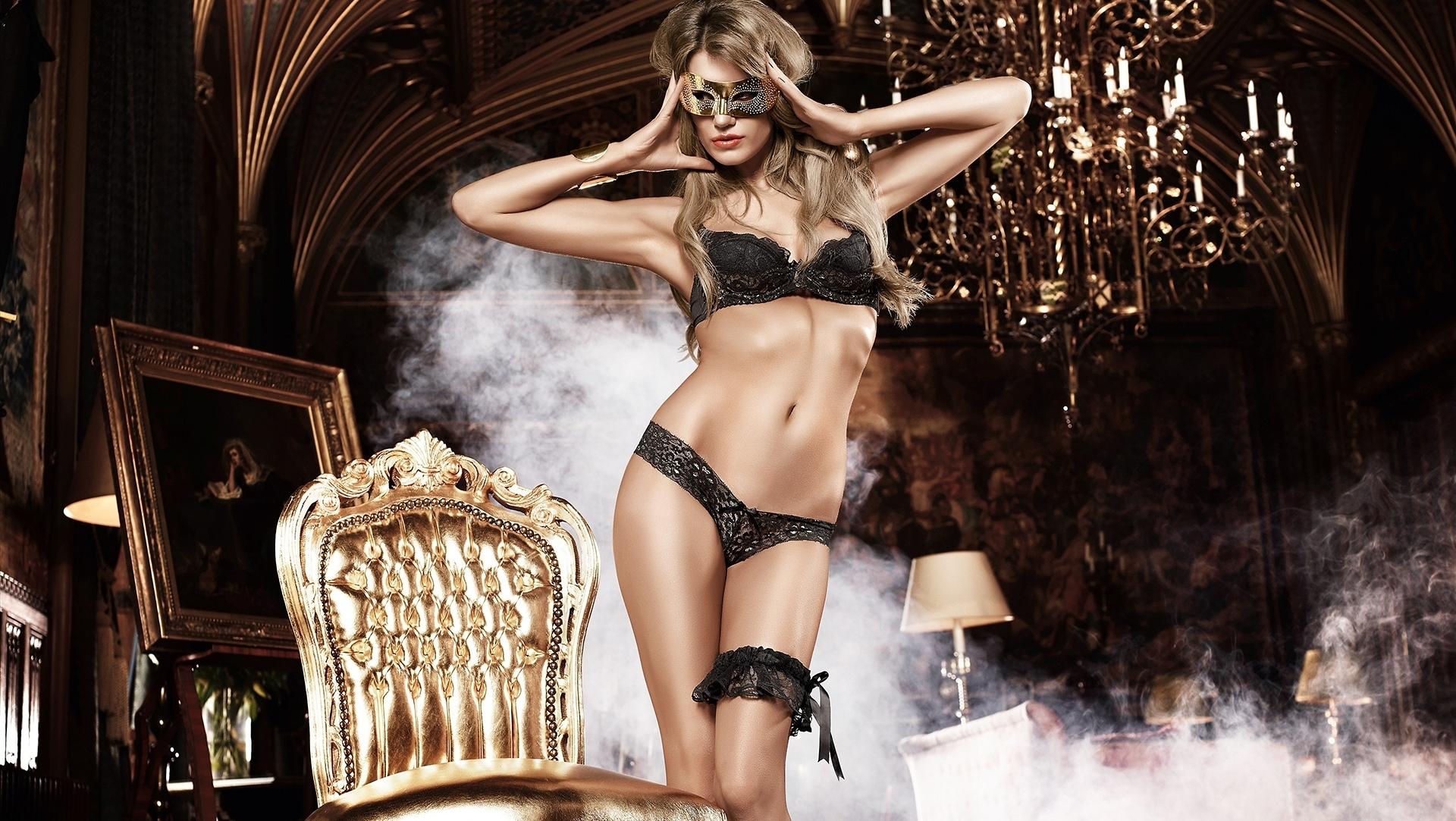 foto-seksualnih-devushek-na-rab-stol