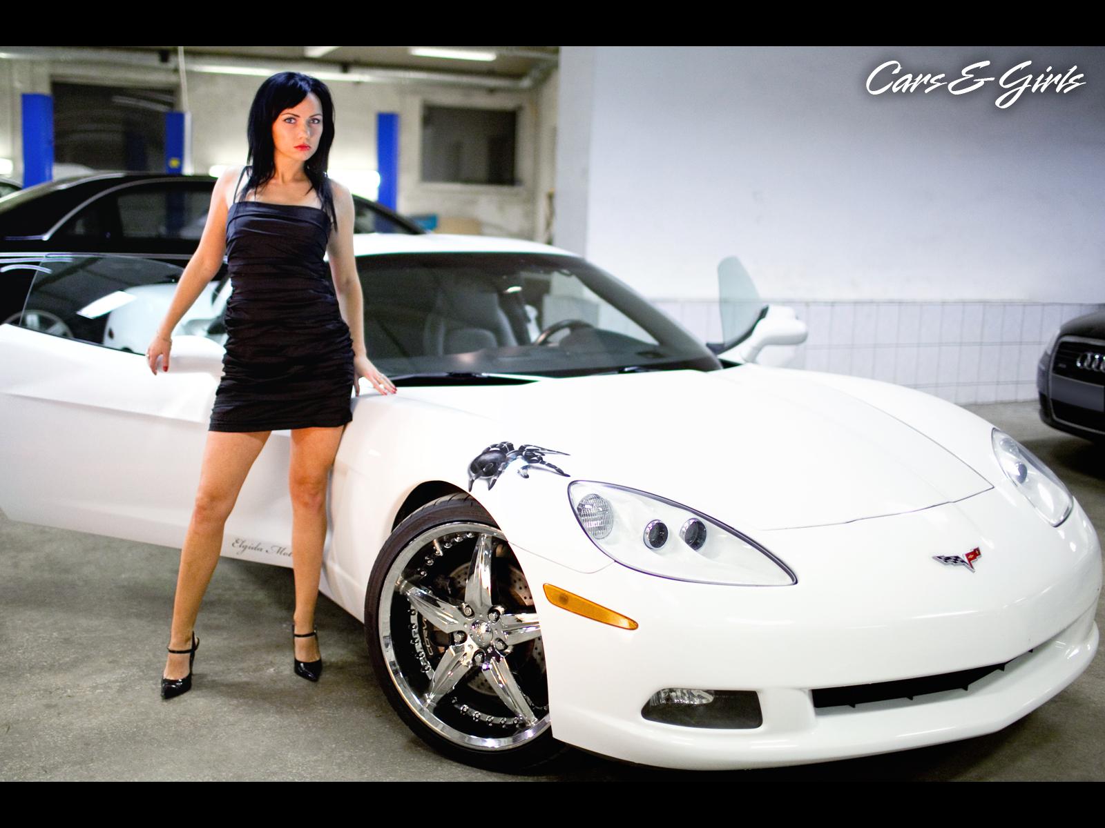 Смотреть порно с симпатичной брюнеткой в автомобиле мерседес бенс 11 фотография